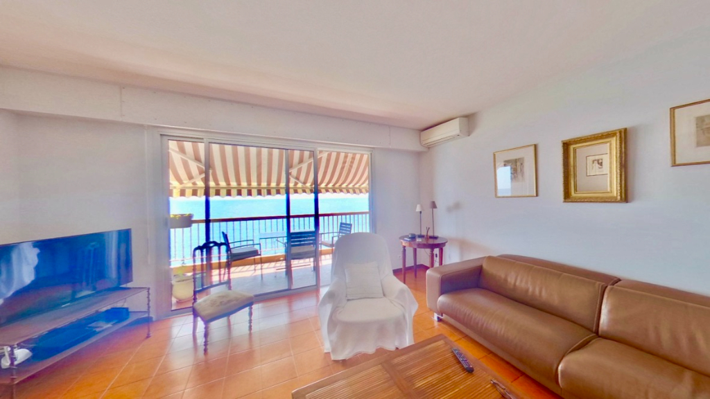 Bastia nord Vente Appartement pieds dans l'eau - Belles prestations - Terrasse - Clim - Cuisine équipée - Ascenseur - Cave - Parking et possibilité garage
