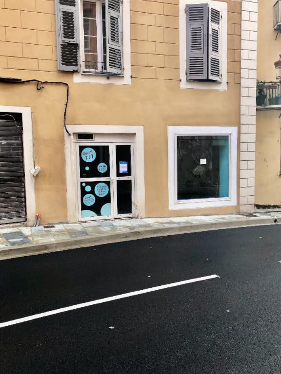 BASTIA Local 25 m2 avec vitrine SANS PAS DE PORTE