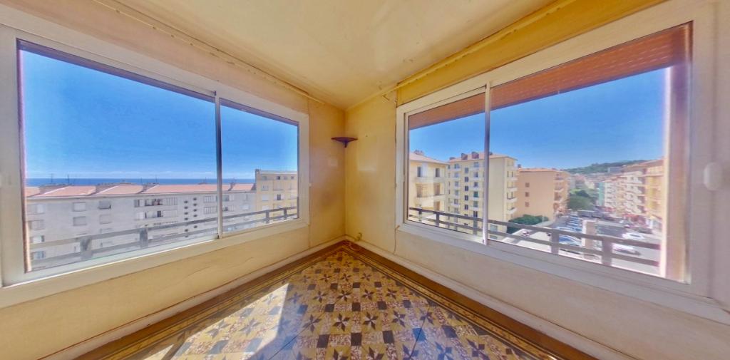 Bastia-centre Vente appartement T4 de 89 m2 - Terrasse et Balcon - Ascenseur  - Vue mer - Cave