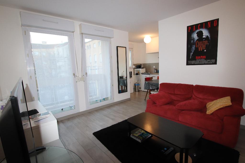 Appartement 1 pièce 31 m² loggia parking à Vendre à METZ SABLON