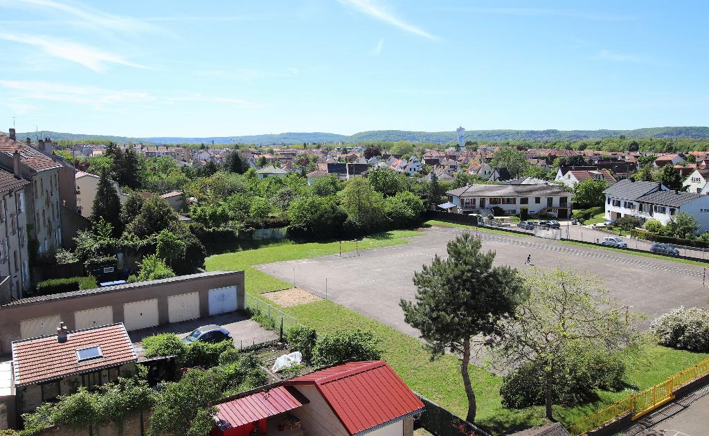 Appartement 3 pièces 51 m² en dernier étage 2 chambres cave parking à vendre à MONTIGNY-Les-Metz