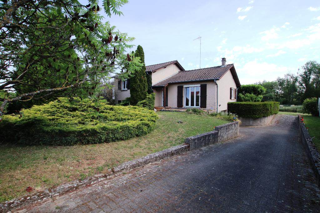 Maison individuelle en demi-niveau 6 pièces, terrain 40 ares, garage 2 véhicules à vendre à REMILLY