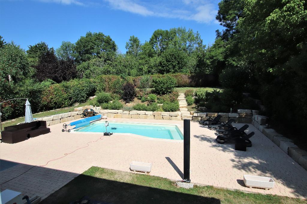 Maison 8 pièces 275 m² 6 chambres piscine garage sur 12 ares clos à vendre à METZ VALLIERES