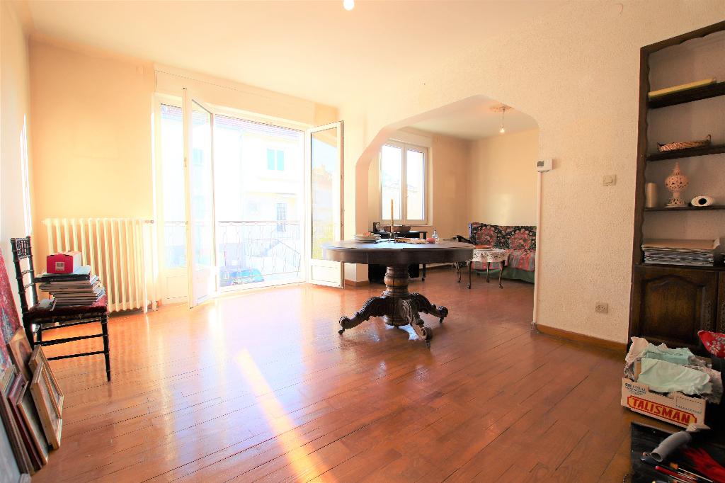 Maison 5 pièces 3 chambres avec garage terrasse et balcon à vendre à Montigny-Les-Metz