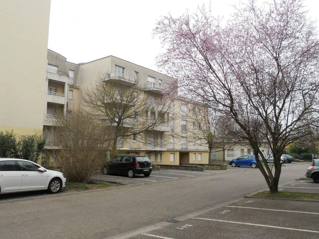 Appartement 1 pièce 31 m² meublé avec terrasse en dernier étage et parking à louer à METZ Sablon