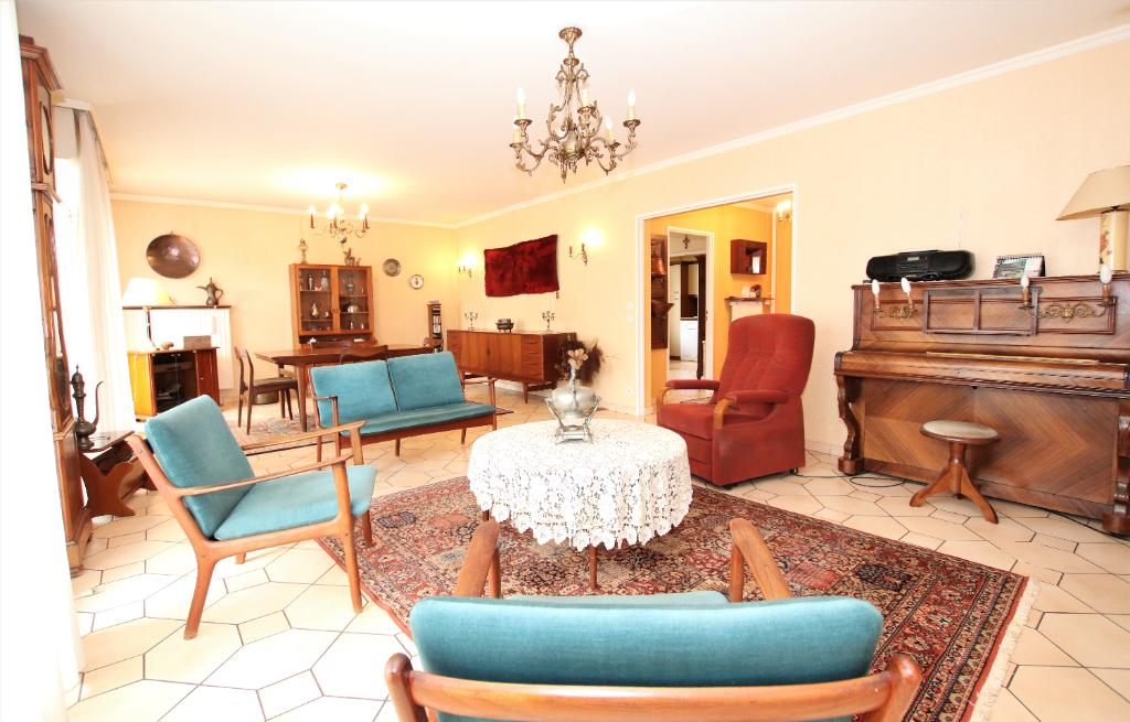 Appartement 5 pièces 133 m² 3 chambres loggia cave, 2 stationnements à vendre à METZ GARE