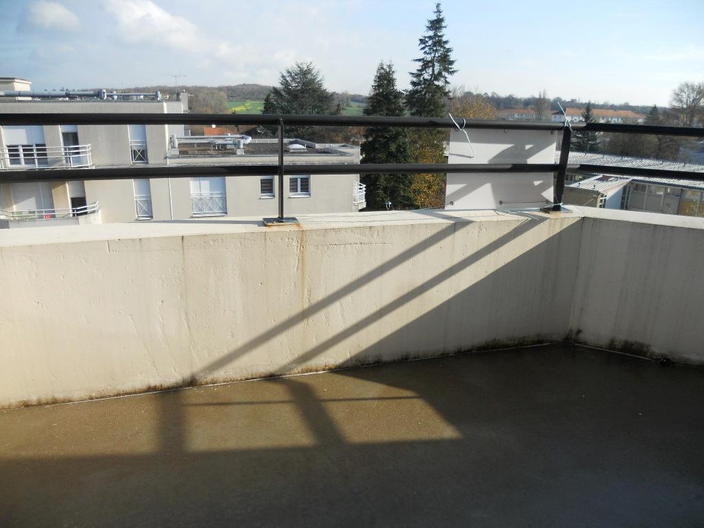 En dernier étage, Appartement 2 pièces 48 m² avec terrasse et box à louer à METZ Sablon