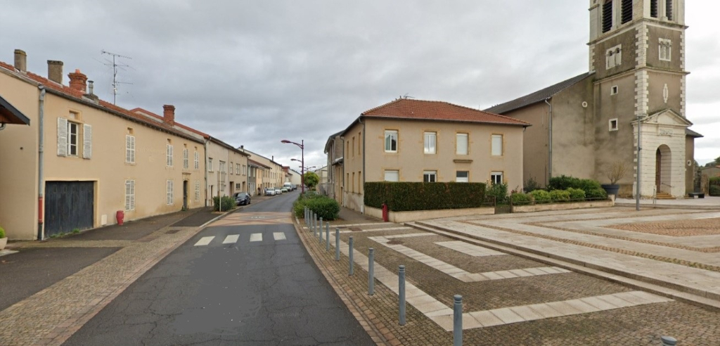 Terrain de 20 ares avec maison 12 pièces à AY SUR MOSELLE