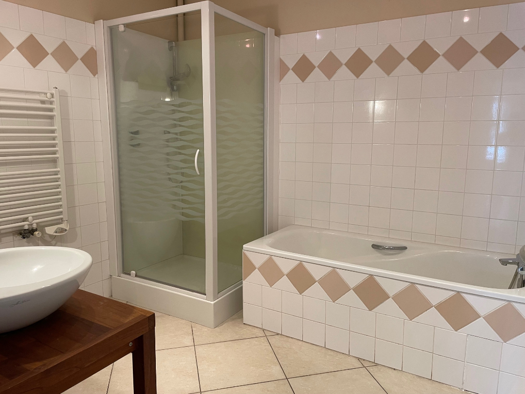 APPARTEMENT 5 CHAMBRES - BROU