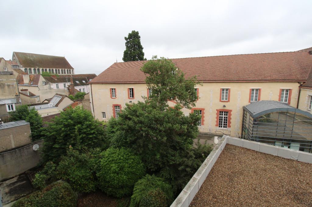 Chartres Centre 2 pièce(s) 50 m² avec parking.