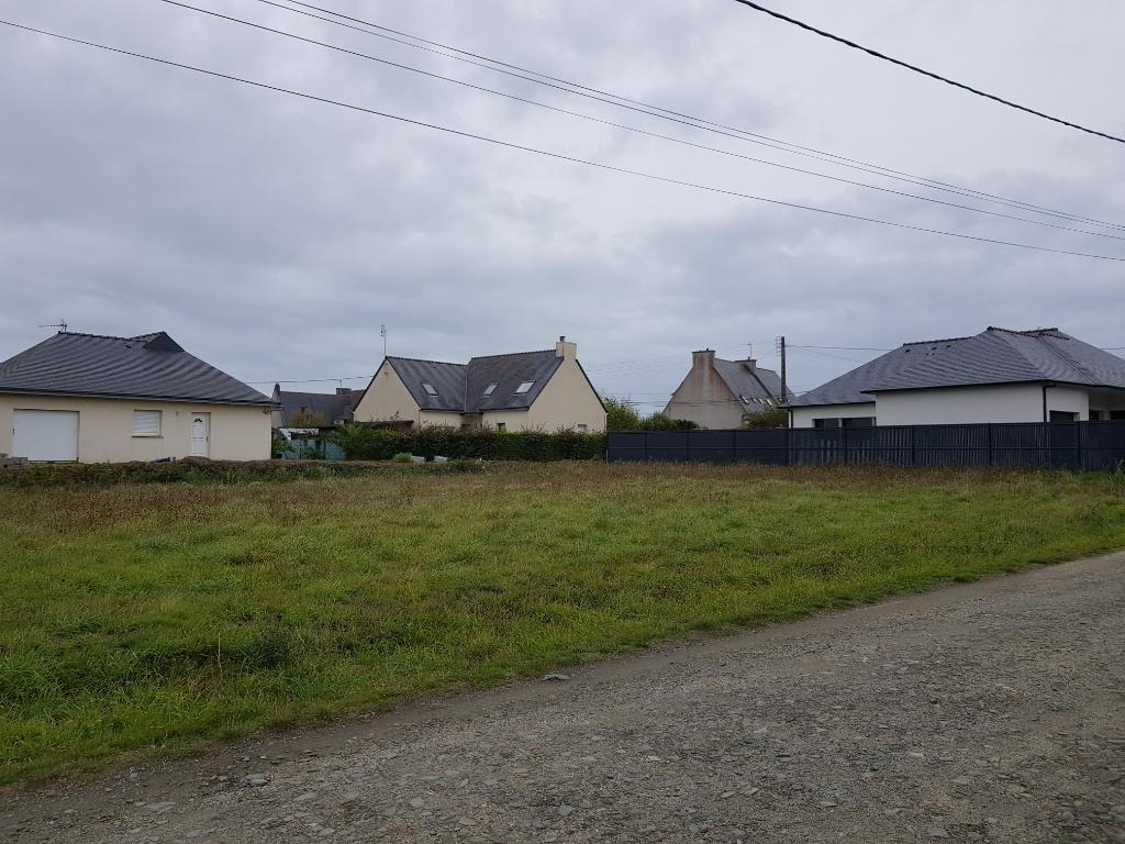 Terrain constructible de 702 m2 à Plomeur (côté Guilvinec)