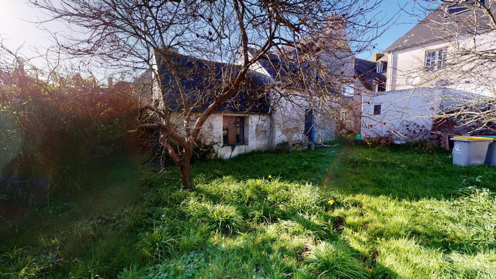 Propriété de 2 logements + jardin + penty à rénover au bourg de Penmarch