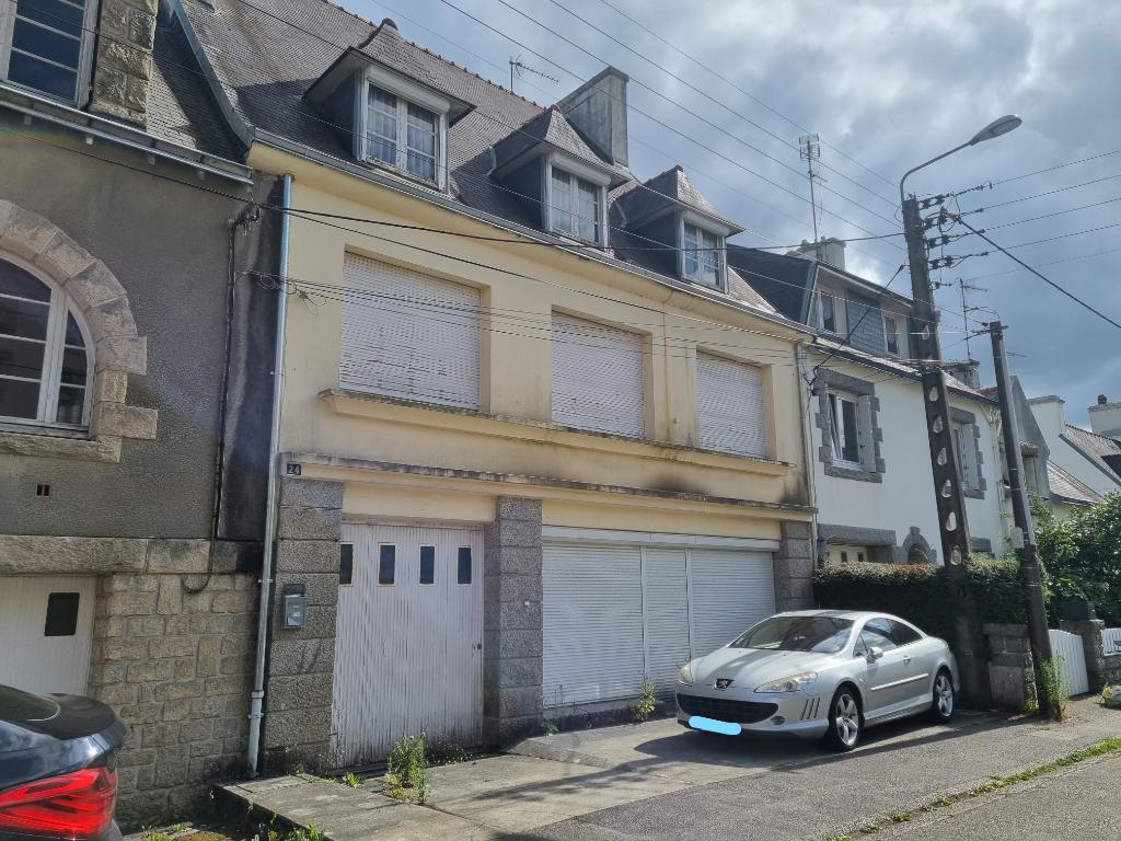 Maison  de ville + local commercial + garage + jardin proche du centre de Quimper