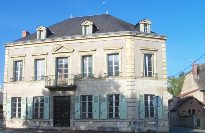 GRANDE MAISON CENTRE VILLE DE ST POURCAIN