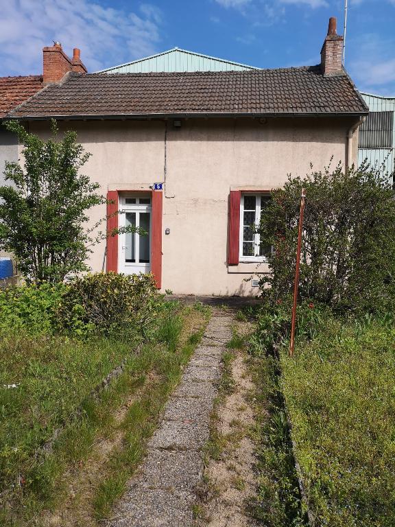 Petite maison de plain pied à  Commentry