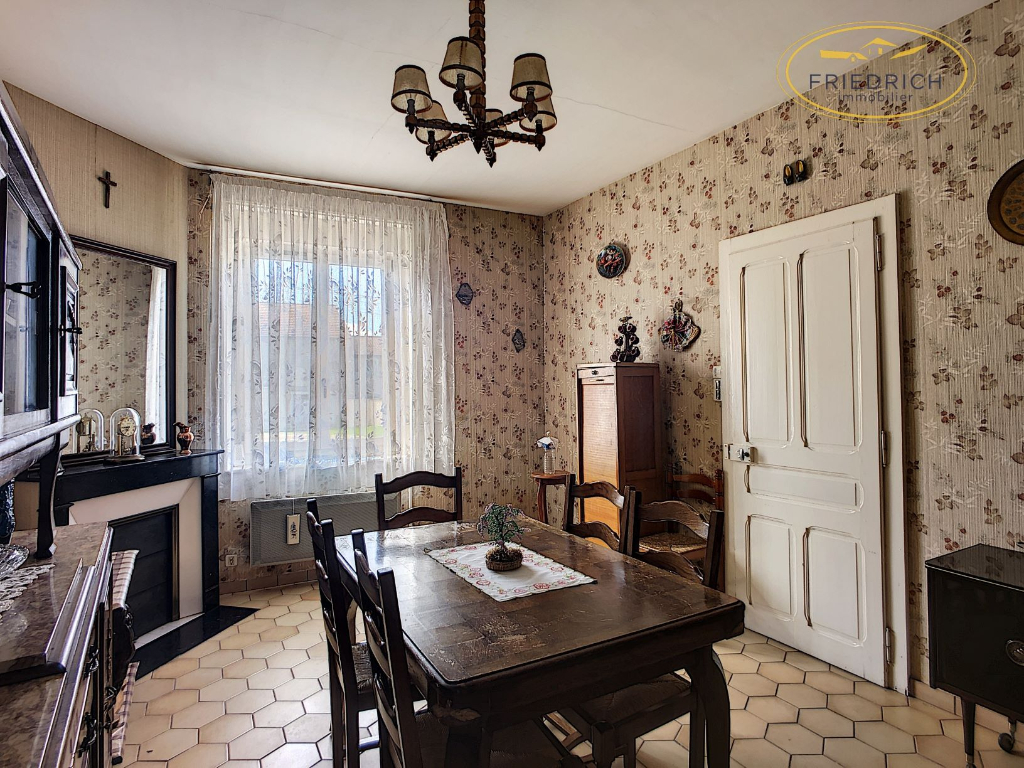 Grande maison de village habitable - LACROIX SUR MEUSE