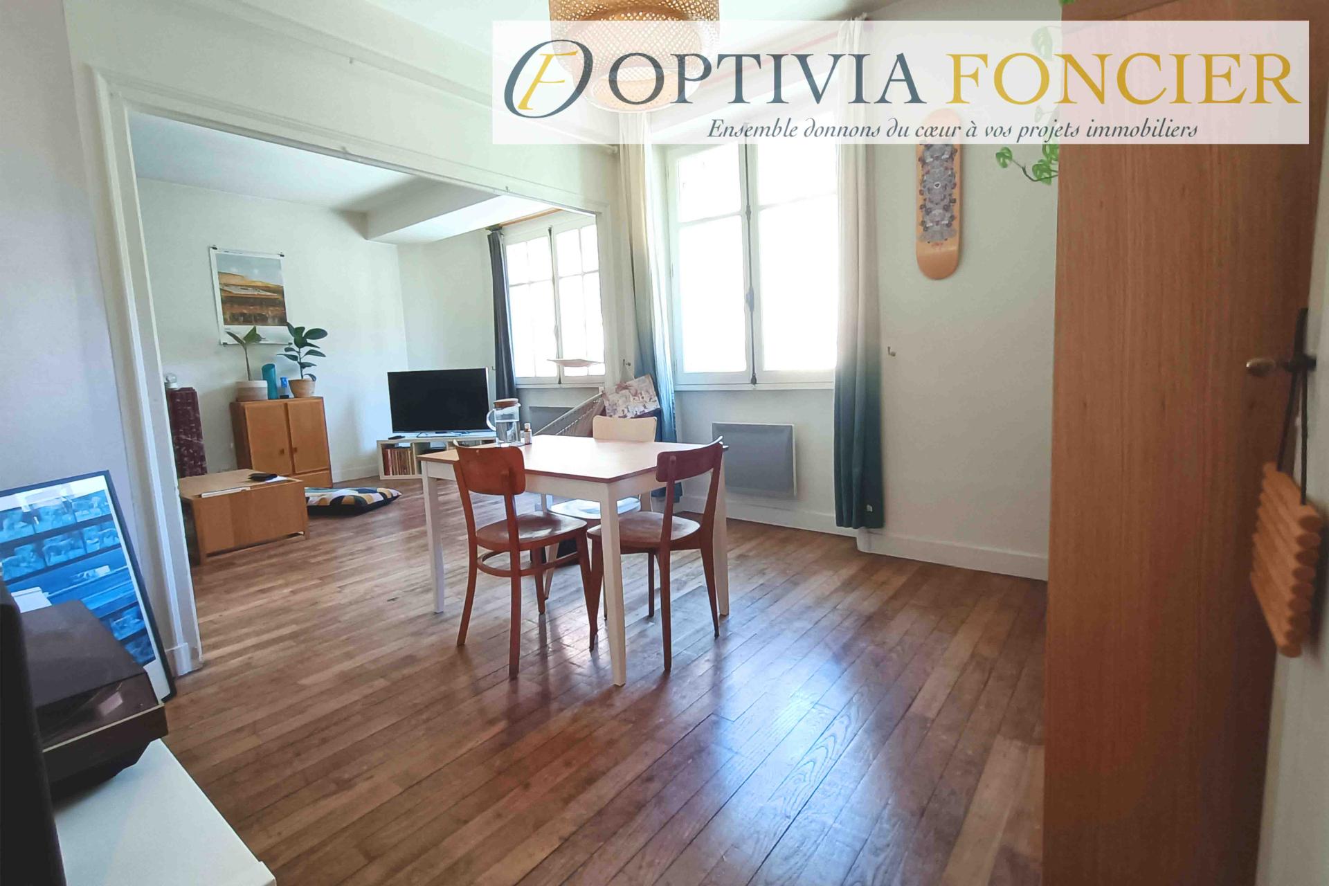 Appartement T3 RENNES centre 80 m² avec ascenseur (cave, grenier et local vélo commun)