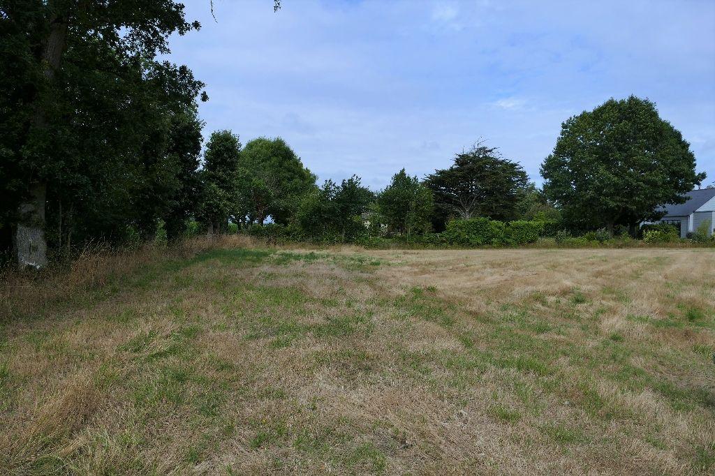 Terrain constructible - 2 100 m² - Bourg-des-Comptes